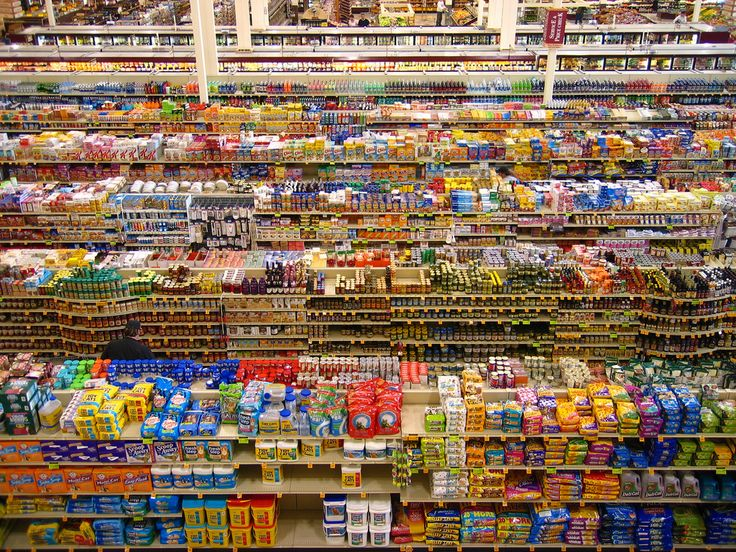 Andreas Gursky , 99 Cent, 1999.