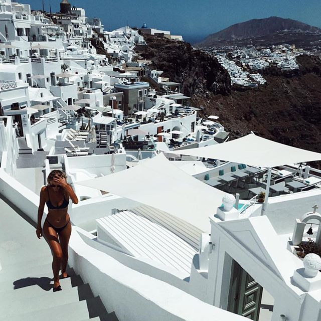 Cobblestone streets & sugar cube villages 🇬🇷Take your bestie here on a 3-night Greek Island Adventure where you'll enjoy endless sun, sand & golden tans. Flights & accom for two is on us, just bring your kini & your BB 🍉🍫💦 SHOP NOW TO WIN. COMP WORLDWIDE + FREE SHIPPING!  Babe @annstaaa #balibody #bbgreekislandsvacay