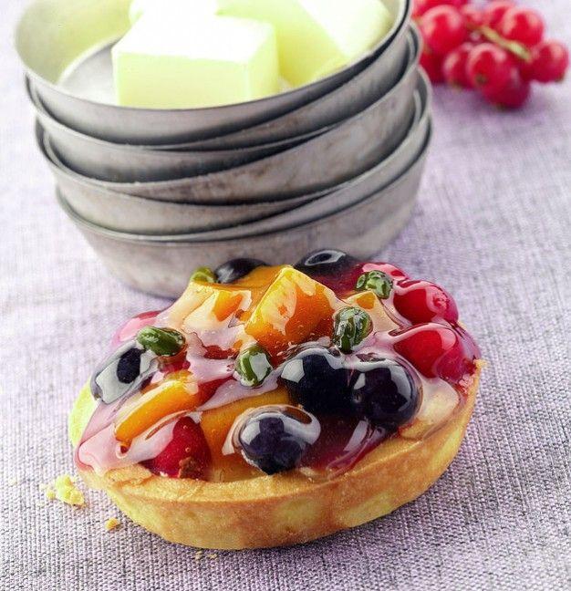 Crostatina alla frutta e crema pasticciera di Luca Montersino | Peccati di Gola