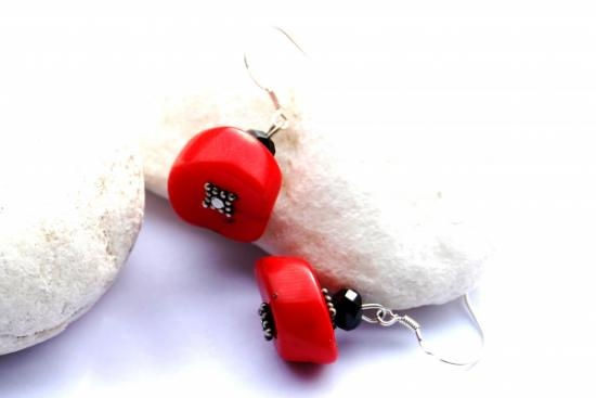 Coral bamboo, onix and 925 silver earrings