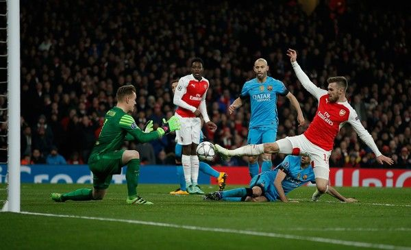 Arsenal's Welsh midfielder Aaron Ramsey (R) attempts a shot past Barcelona's German goalkeeper Marc-Andre Ter Stegen during the UEFA Champions League round of 16 1st leg football match between Arsenal and Barcelona at the Emirates Stadium in London on February 23, 2016.