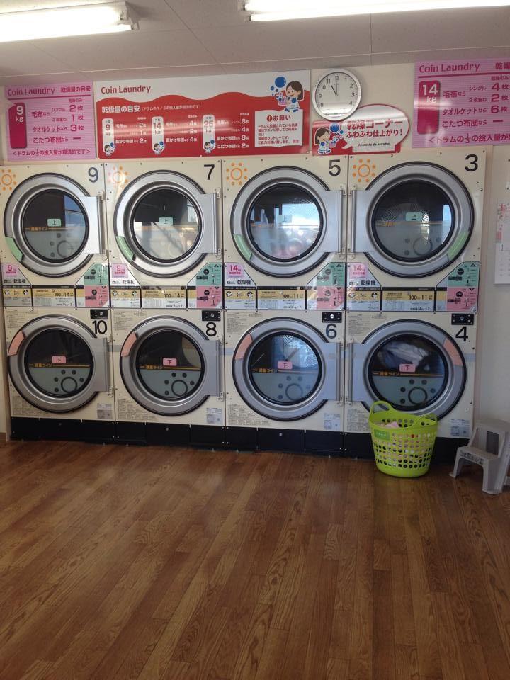 Lavanderia automática , usamos mais pra secar a roupa ,nesse frio não adianta pendurar a roupa no varal , por cerca de um dólar vc seca sua roupa...