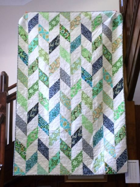 Daisy Chain Strip Quilt Tutorial | Make this beautiful nature-inspired quilt for spring!