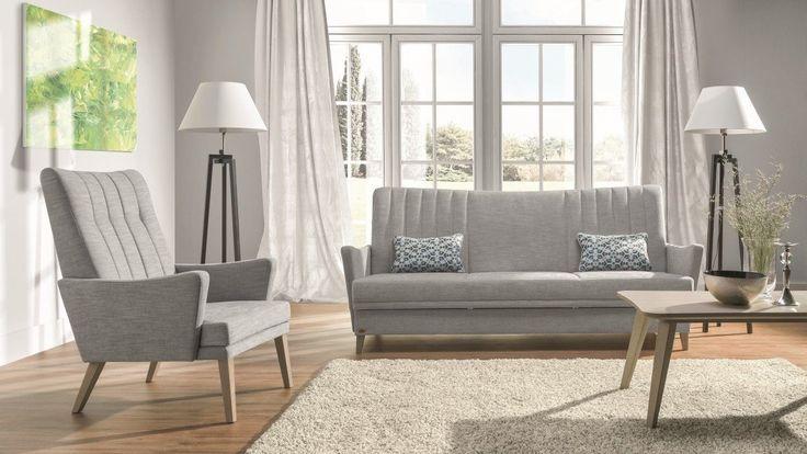 Zestaw wypoczynkowy: pojemna sofa i fotel. Meble tapicerowane na wysokich nóżkach i z wysokim oparciem. Zestaw wypoczynkowy do klasycznych wnętrz.