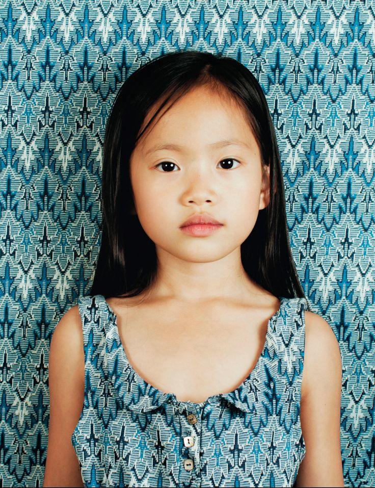 Quenotte, coordination between wallpaper and dress  #fashion #kids