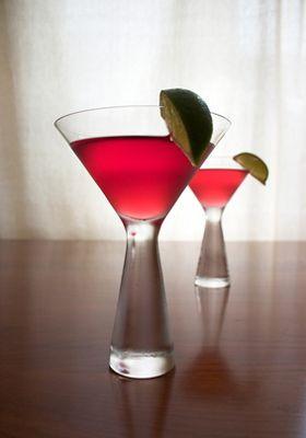 Cocktail Cosmopolitan vodka, cointreau, airelles (cranberries) et citron vert