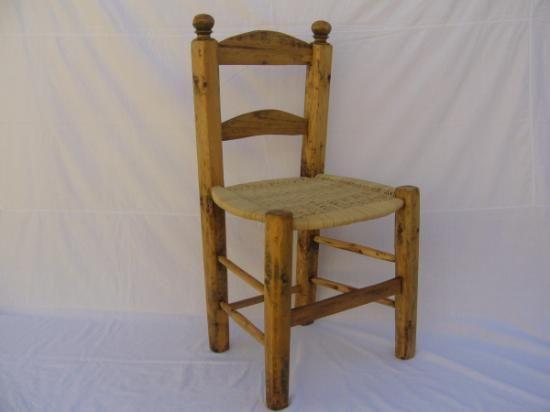 Sillas antiguas de mimbre buscar con google cocina - Restaurar sillas antiguas ...