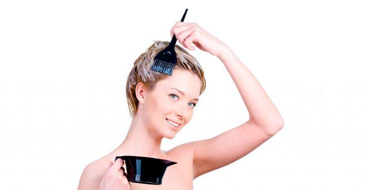 Aunque cada vez más y más de nosotras estamos adoptando la belleza de los mechones de cabello plateado, a muchas de nosotras todavía nos encanta añadir un poco de color a esos mechones. La coloración del pelo es una gran manera de agregar una nueva dimensión a nuestro aspecto pero plantea muchos peligros para la salud. Los estudios científicos han encontrado que la mayoría de los colorantes sintéticos para el cabello que se venden en las tiendas están cargados de potentes carcinógenos. Con…