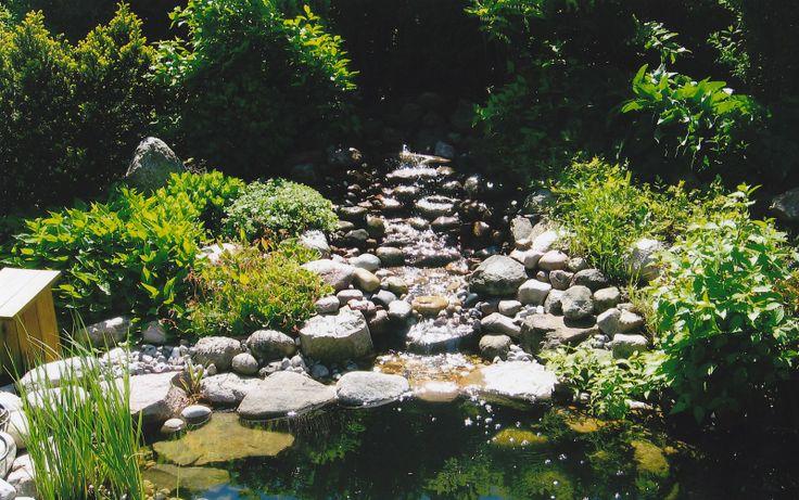 Porlande vatten i trädgården är en lisa för själen.