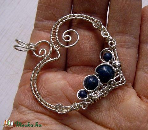 Miracle-Heart with lapis  Csodszív-medál lápisz-lazuli gyöngyökkel, antiallergén ezüstözött ékszerhuzallal (Mithrillion) - Meska.hu