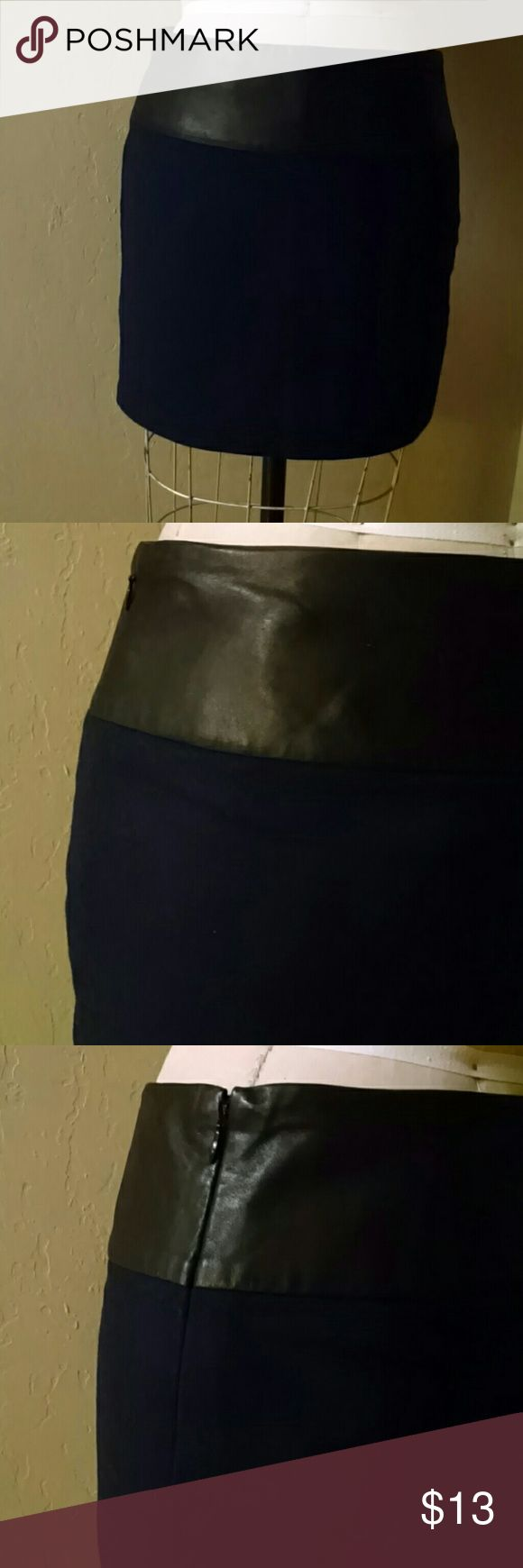 """Navy wool/black leather Gap mini skirt Genuine black leather band at waist sits below natural waist. (Dress form is size 9, so skirt does not suit properly in photo) navy skirt is wool/poly/rayon. Lining is polyester. Side seam closure is concealed side zipper. Dry clean only. 16"""" at center back from upper edge of waist band. From a smoke free, pet free home. GAP Skirts Mini"""