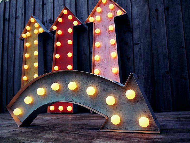 Fairground+arrow+lights+attraction