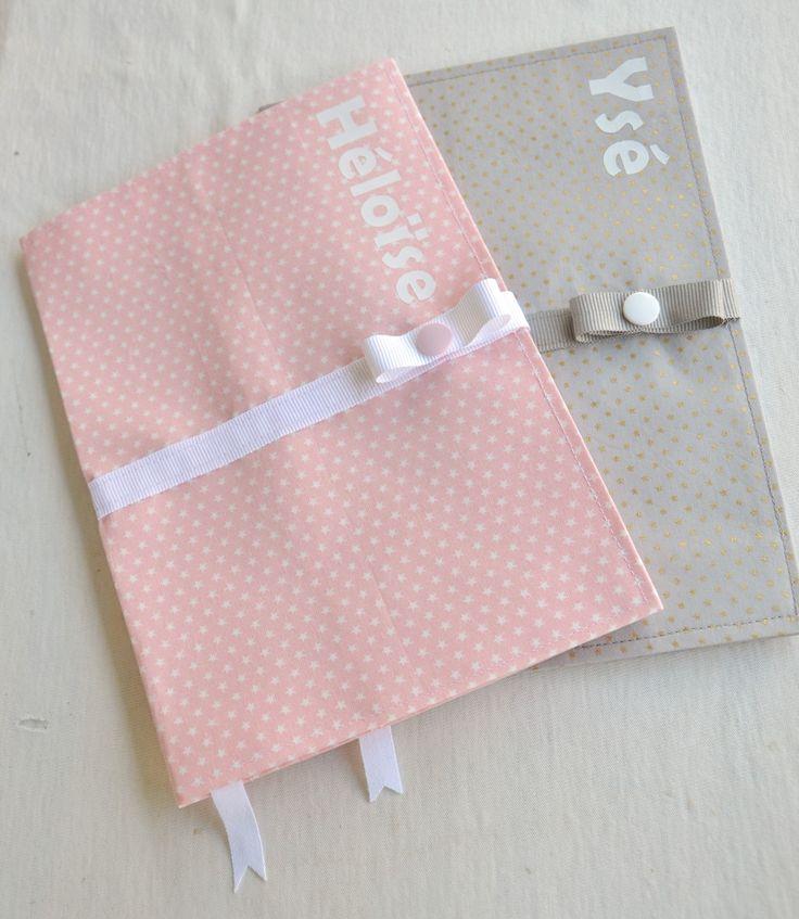 Protège carnet de santé avec fermeture pression, personnalisable, ultra pratique avec son marque page : couleur au choix : Puériculture par fesse-de-rat