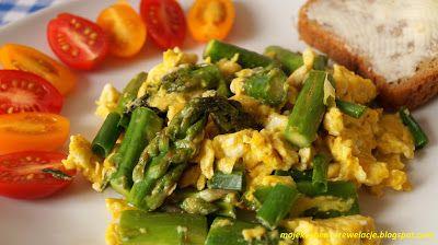 Moje                                                                       Kuchenne Rewelacje  : Jajecznica ze szparagami