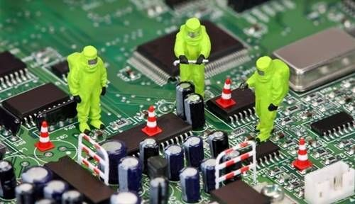 Anakartların büyük çoğunluğunda Kuzey ve Güney köprüsü olmak üzere iki tür chipset (yonga seti) bileşeni bulunur. Bu bileşen anakart üzerindeki temel ve bütünleşik arabirimleri yöneten ve bunlar arasındaki veri akışını sağlayan bir çeşit işlemcidir. Bilgisayarlarda kullanılan yonga seti çeşidi, kullanılacak mikroişlemci ve bellek çeşidini de belirler. Eski sistemli bilgisayarlarda farklı bileşen ve işlevlerini, çok sayıda …