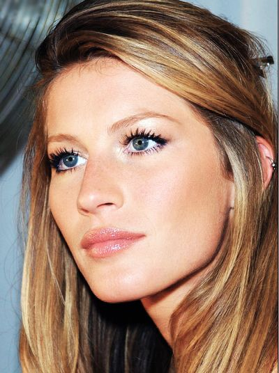 Gisele Bundchen. Now, this is one of those perfect makeups that she usually gets.