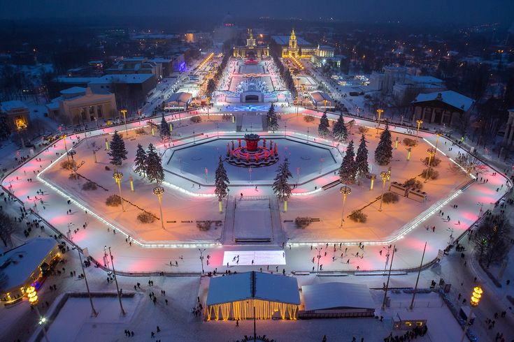 The biggest ice rink in Europe is located at VDNKh! #vdnkh #icerink #snow #winter #skiing #attractions #sports #hobby #light