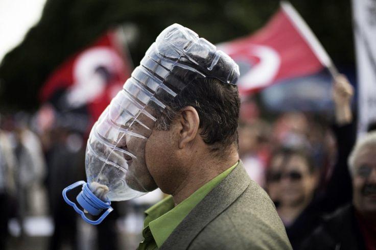 De gasmaskers van het Turkse protest - nrc.nl