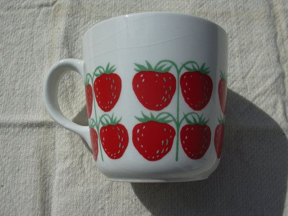 Arabia Pomona strawberry design mug
