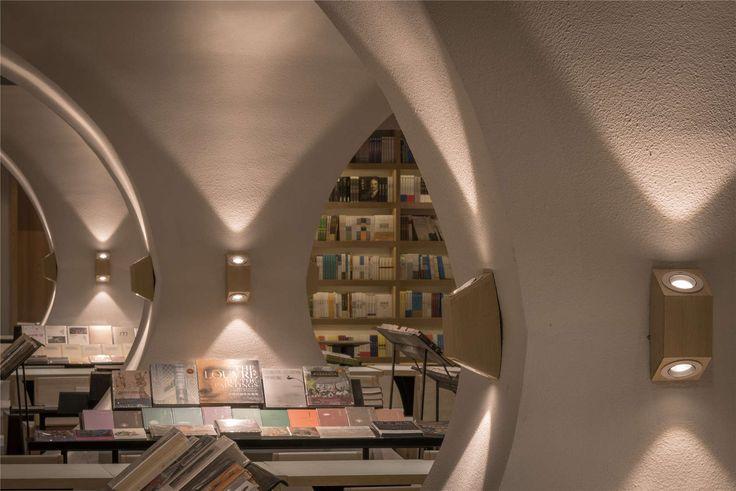 Yangzhou Zhongshuge  Design Director: Li Xiang Design Team: Liu Huan, Fan Chen, Tong Ni-Na Design Company: X+Living (www.xl-muse.com) Project Type: Bookstore...