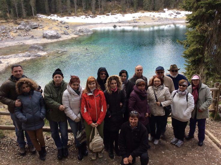 25/04/2016: nosso último grupo no lago de Carezza  #dolomitas #italia #roteiros #passeios