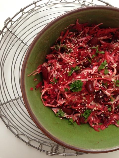 Råkostsalat med rødbede, kål og gulerødder + tahindressing (by Maria @ Vanløse Blues ...)