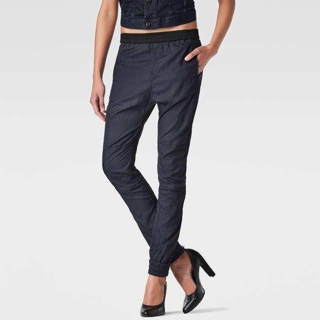 Pantalon de jogging en tissu-éponge tout doux à taille élastiquée et une construction en empiècements pour plus de confort.