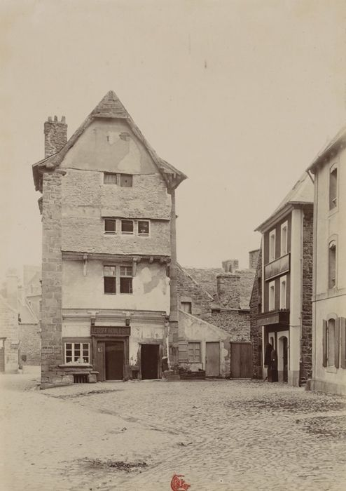 1895 - Paimpol : Vieille maison. Photographe : Gabriel Cromer