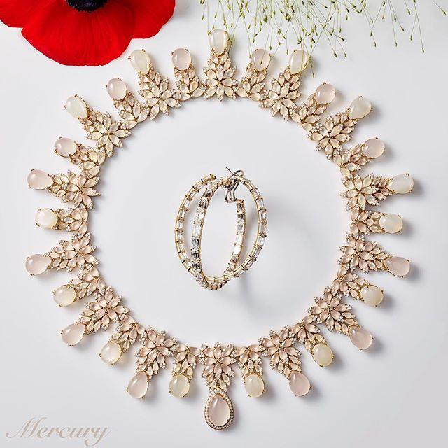 Колье #PasqualeBruni #GhirlandaAfrodite из розового золота с лунным камнем, кварцем и бриллиантами и серьги #Chopard из розового золота с бриллиантами.💖 #MercuryMagazine #журналMercury #украшения #драгоценности #бриллианты #лунныйкамень #кварц #jewelry #jewellery #jewels #mercuryjewelry
