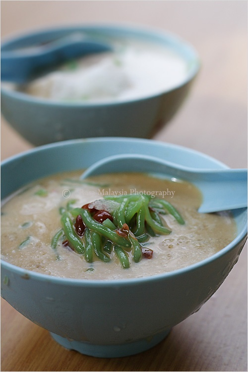Cendol is a common and popular cold dessert sell at hawker stall or food court in Malaysia.Cendol are served in a cold mixture of coconut milk, brown syrup made from the local gula melaka, and shaved ice. #dessert #coconutmilk