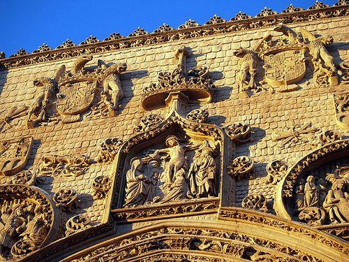 Fachada de la Iglesia de Santa María en Aranda de Duero, Burgos.
