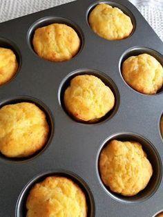 Αλμυρά muffins τυριών Μία συνταγή πάρα πολύ εύκολη, γρήγορη και με πολύ απλά υλικά. Οι λάτρεις του αλμυρού θα την ευχαριστηθούν οπωσδήποτε.