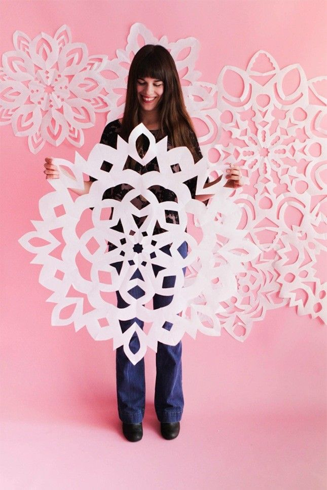 Decorate your walls for the holidays with giant paper snowflakes using this festive tutorial.