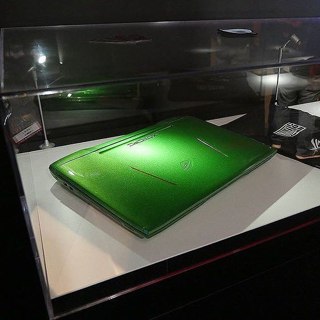 Custom green ASUS gaming laptop painted by XOTIC PC