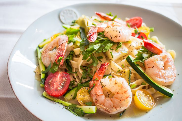 Buongiorno! To kick off Italian week, we present our lemony prawn, courgette and fennel pasta with cherry tomatoes and parsley. This light, summery dish is perfect for this gorgeous weather we're having at the moment! Buon appetito!