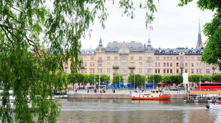 Vi hjälper Seniorer på Östermalm och Stockholms innerstad - VivBon Senior Service  VivBon Senior Service hjälper seniorer på Östermalm och Stockholms innerstad i hemmet.  Städning – Vecko/storstädning Städa/röja vind och källare Fönsterputsning Sortering av garderober och lådor Möblering av bostaden Allmänt fixa och plocka i hemmet Köra iväg skräp, gamla möbler mm Köra bohag till magasinering Flyttstädningar