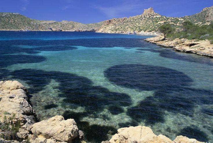 Archipiélago de Cabrera (Baleares)  Parque nacional marítimo terrestre, que administrativamente pertenece a Palma de Mallorca, es un conjunto de islotes que, gracias a su aislamiento, conservan inalterado su ecosistema insular mediterráneo.