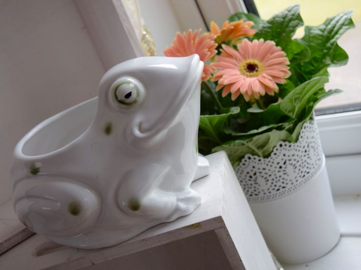 Fantastic ceramic white planter with green spots, seated, smiling frog, novelty wedding gift, housewarming gift, by BitsnBobsnKeepsakes on Etsy