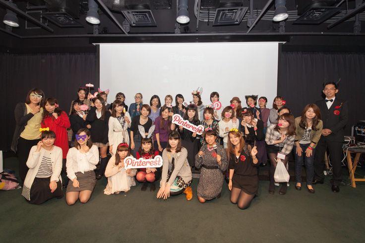 ピンタレストハロウィンナイトで酒井景都さんや講師を務められたCawaii creatersの皆さん、来場されたお客様との記念撮影。(Pinterest JapanのFacebookページより)
