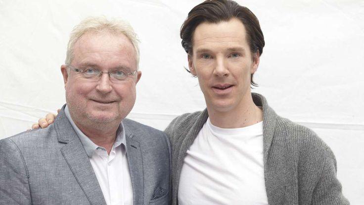 Benedict Cumberbatch hat sich in den vergangenen Jahren eine große Anhängerschaft, besonders aus weiblichen Fans, aufgebaut. Ob seine Frau das manchmal zur Eifersucht bringt, verrät der Brite im Interview.