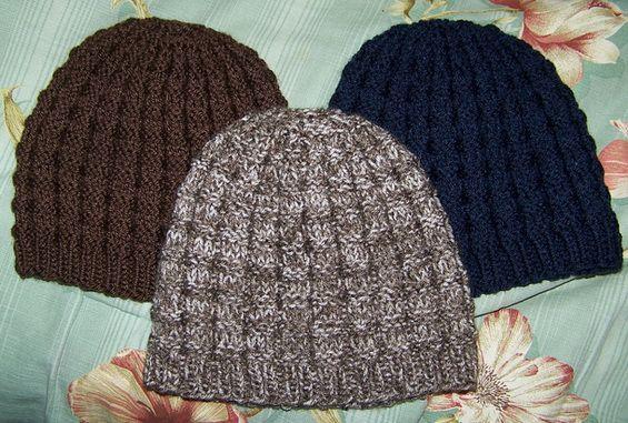Простая мужская шапка спицами схема