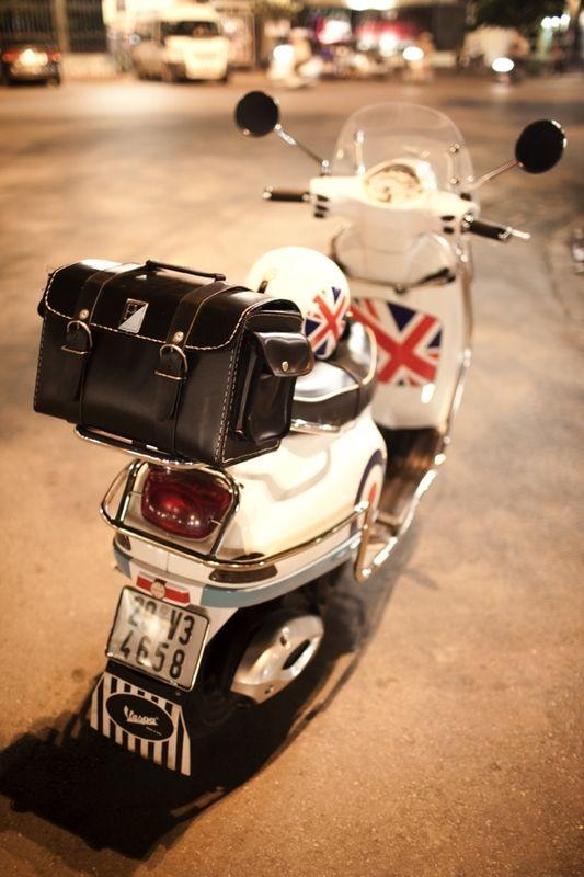 Modern Vespa : Vespa LX 125 Union Jack Touring