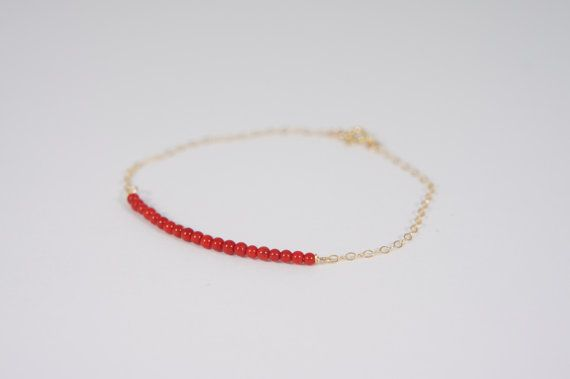 14K Gold filled gouden minimalistische armband / 2mm koraal rood rode mini edelstenen kralen / dunne ketting in goud gold fill / sterling