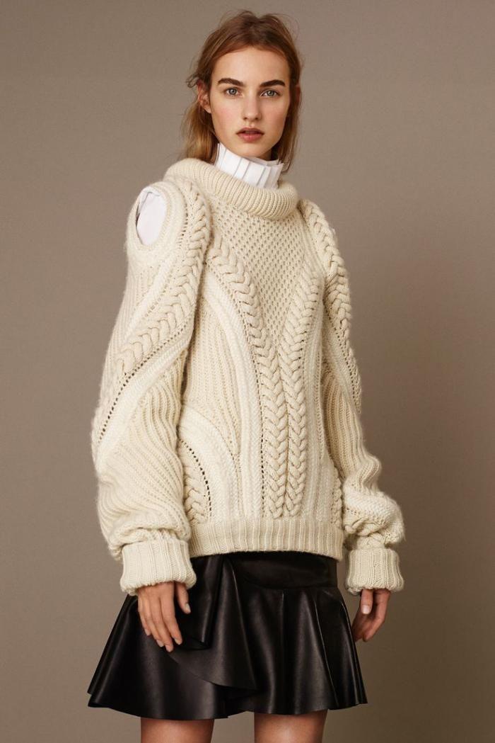 pull irlandais, joli pull design contemporain et jupe en cuir
