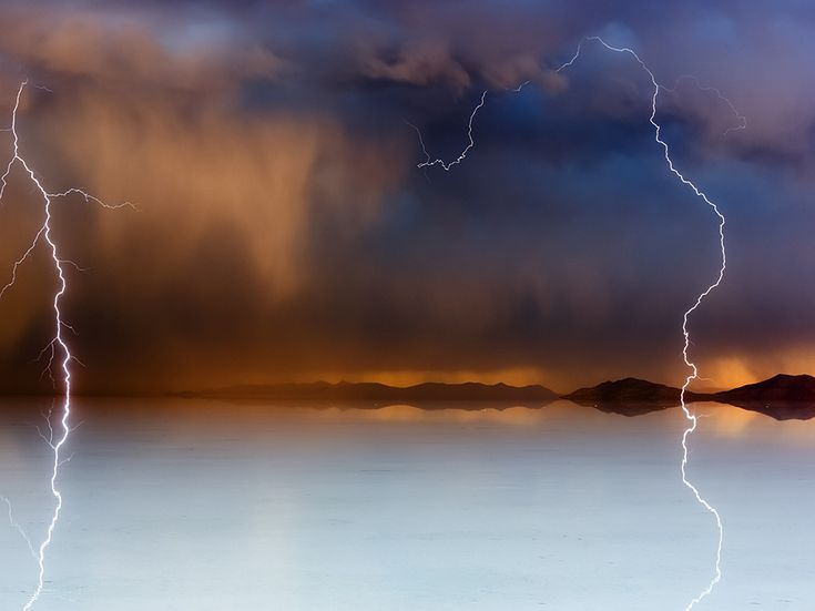 Picture of a thunderstorm over Salar de Uyuni Storm, Bolivia
