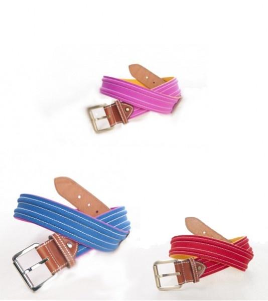 Cinturón taurino unisex de la marca Toroshopping. Realizado en tela de capote de torero, con el interior en tela fucsia y cuero. Este cinturón es un complemento perfecto de moda taurina, tanto para hombre como para mujer. Es un producto 100% español.