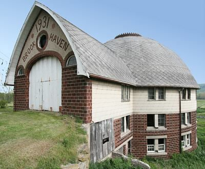 This old barn was built in 1931 and located in Brookhaven, New York. Facebook source