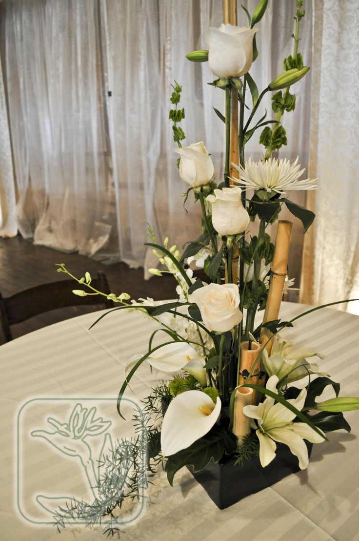 10 best flower centerpieces images on pinterest flower for Dinner table flower arrangements