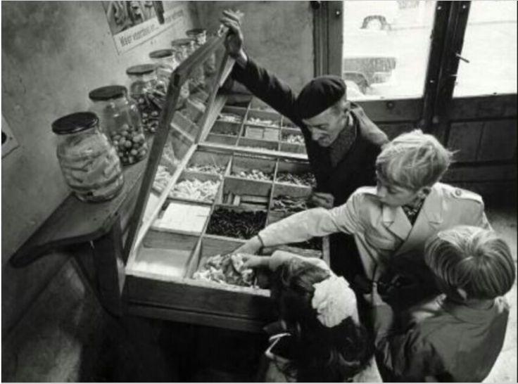 Snoep kopen uit van die grote grabbelbakken.