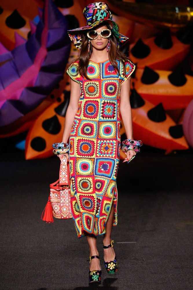 See the complete Moschino Resort 2017 collection.